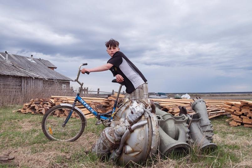 偏遠村落生活不易,居民靠回收劇毒火箭零件賺錢