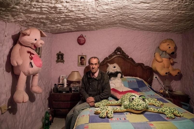 家族六代都住洞裡:21世紀的神秘「穴居人」
