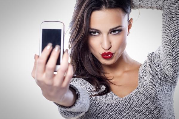女生愛發自拍照是因為自戀嗎?