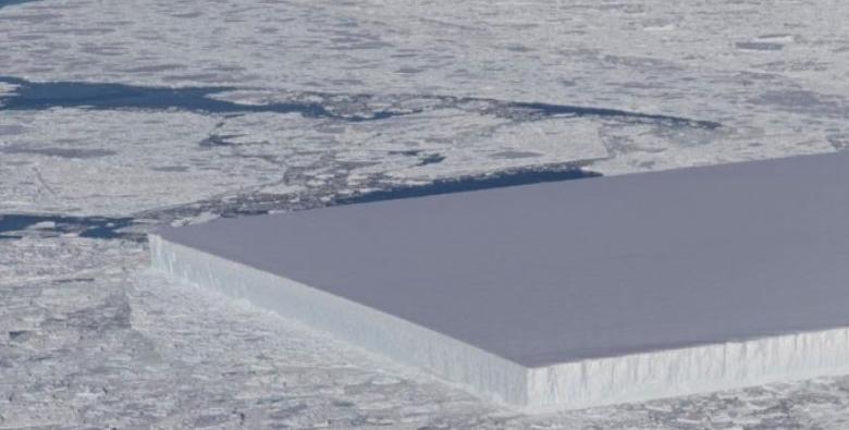 不是外星人切的啦!專家說明「超正冰山」如何形成