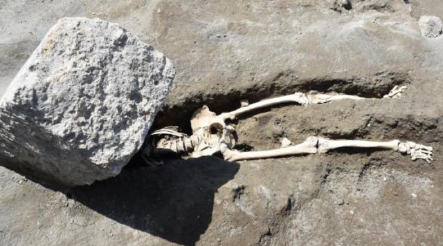 龐貝古城新發現,倒楣逃難男子被巨石砸中