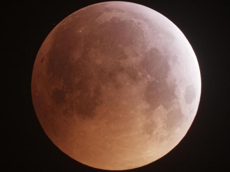 月全食巧逢隕石撞擊同框!