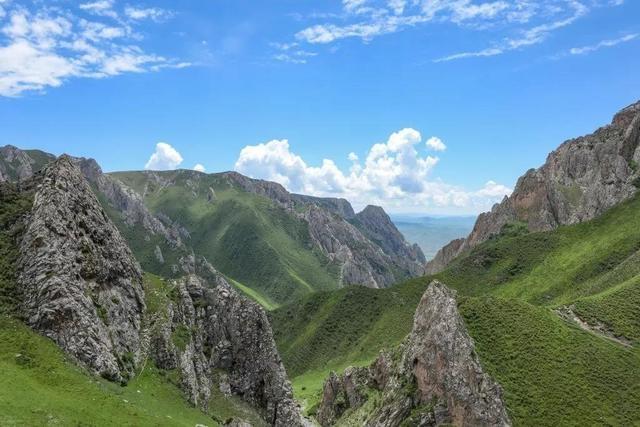 化石發現地點周邊的壯美景色。攝影:張東菊|蘭州大學