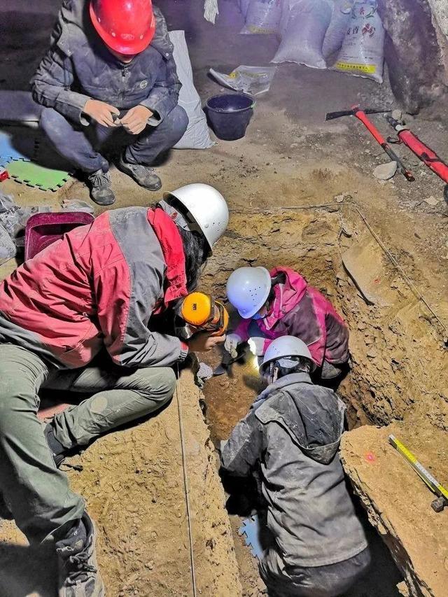 進行發掘工作的考古人員。圖片來源:張東菊|蘭州大學