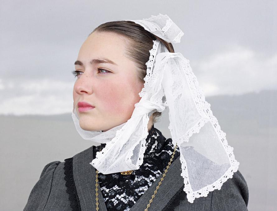 01-breton-women-fashion-890