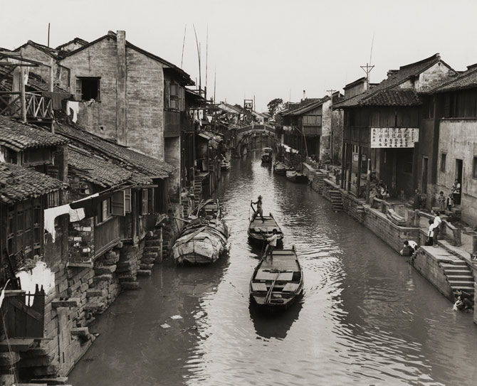 08-daily-life-grand-canal-1940s-670