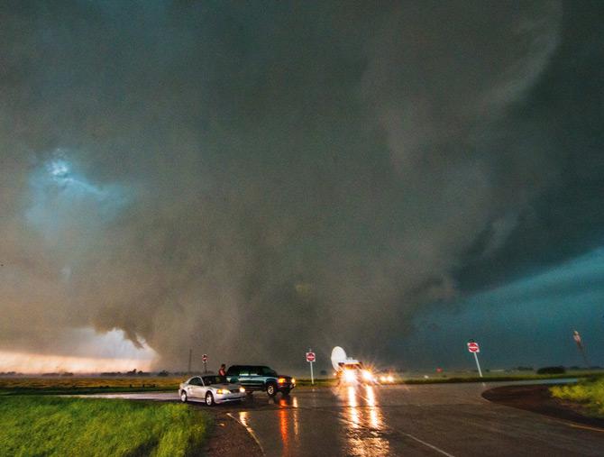 01-radar-truck-flees-tornado-670