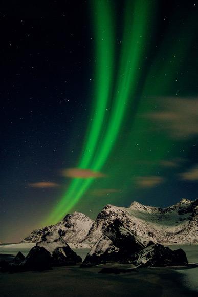 05-aurora-borealis-above-flakstad-island-580v