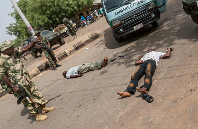 05-soldier-checkpoint-sokoto-670