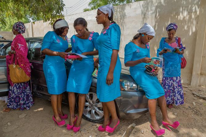 06-bridesmaids-evangelical-church-wedding-670