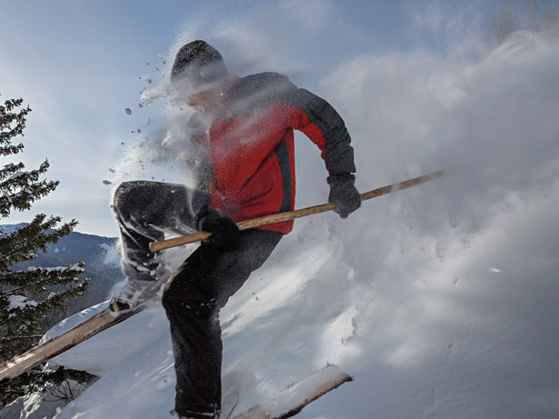 altay-skier-blasts-through-powder-615