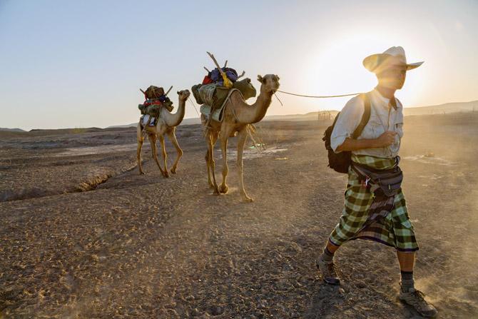 01-salopek-leading-camels-670f