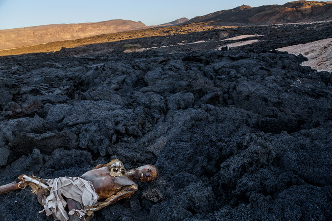 11-migrant-corpse-on-lava-field-670f