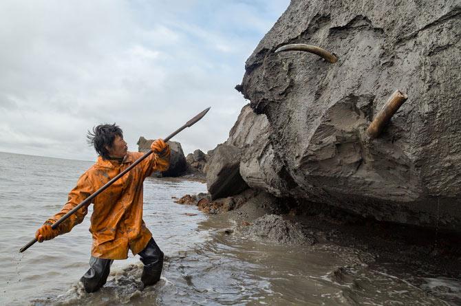 11-slava-dolbaev-uses-spear-to-dig-670