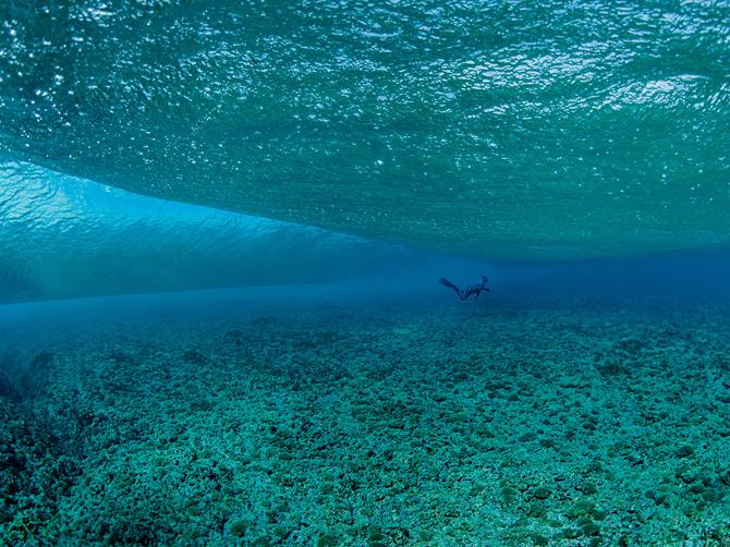 05-snorkeler-explores-europa-reefs-670