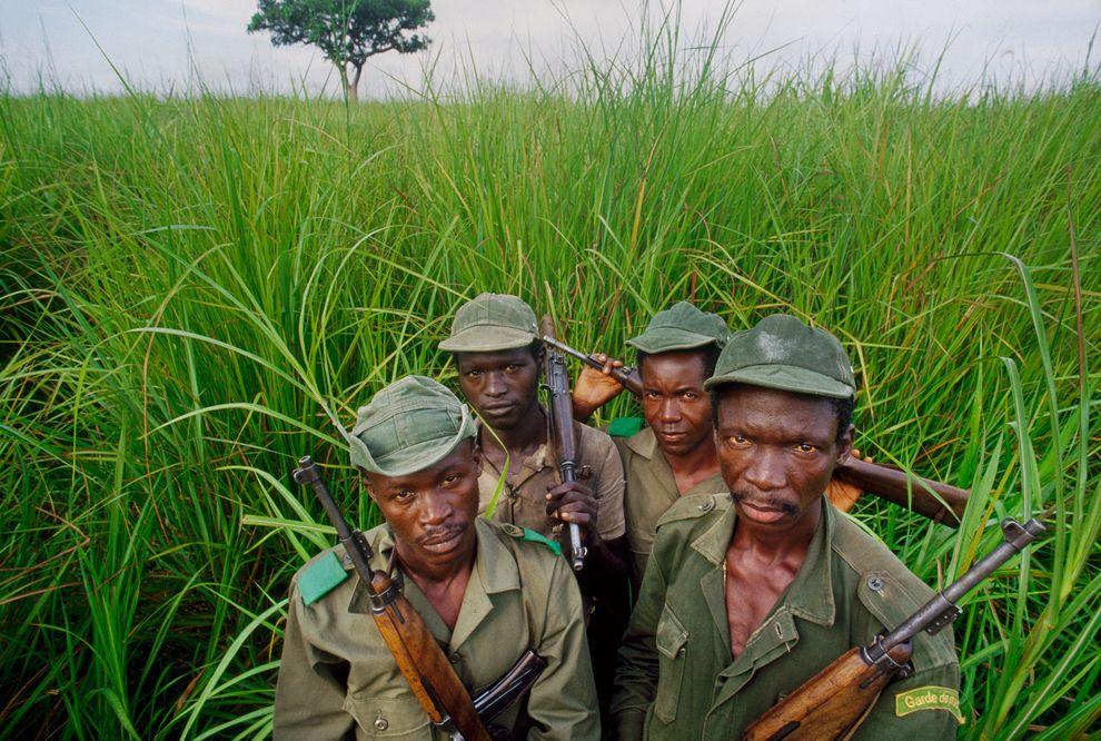 反盜獵巡邏隊保衛著剛果加蘭巴國家公園裡的野生動物。攝影:FRANS LANTING, NATIONAL GEOGRAPHIC CREATIVE