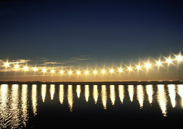 在阿拉斯加的普魯德荷灣(Prudhoe Bay),太陽在這一年中最長的一天裡都不會落入地平線之下。攝影:BRIAN STABLYK, GETTY
