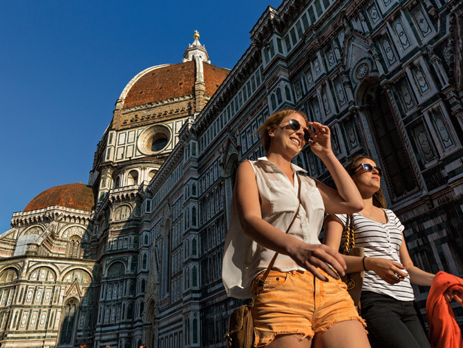 02-duomo-passers-by-670