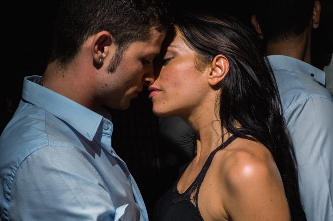 10-roman-couple-kiss-670
