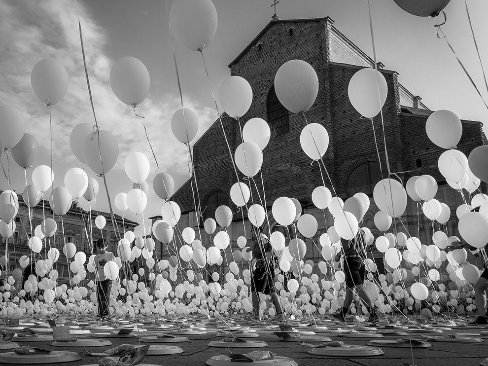 balloons-bologna-italy_85701_990x742