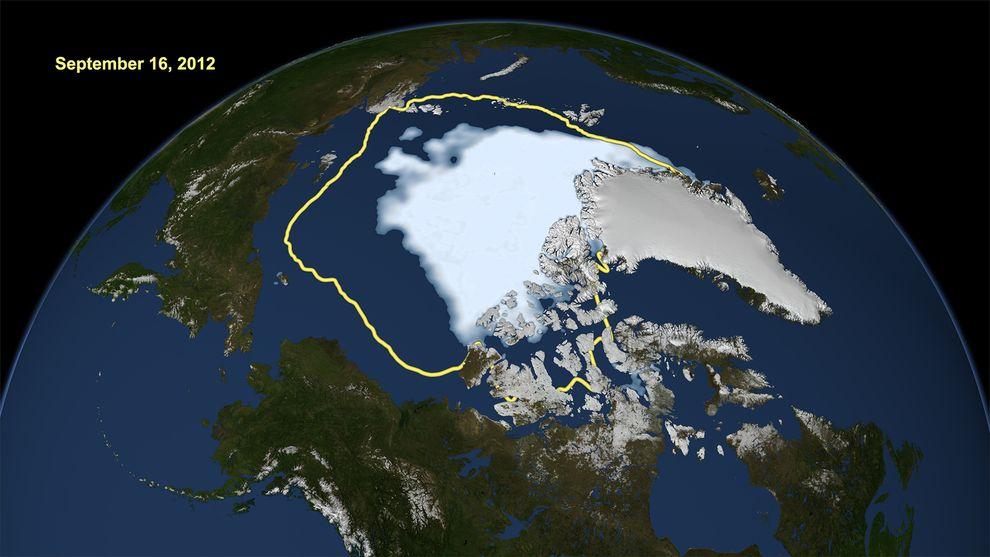 北極冰冠衛星影像顯示2012年夏天海冰的範圍,相較於1979年夏天衛星首次觀測北極海冰(黃色範圍)時的範圍。現在由於全球氣溫上升,約有一半的冰冠會在夏天融化。 Photograph by Goddard Scientific Visualization Studio, NASA