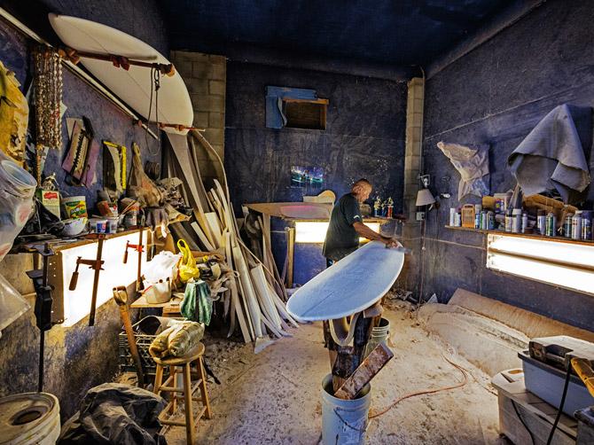 08-hand-made-surfboard-670
