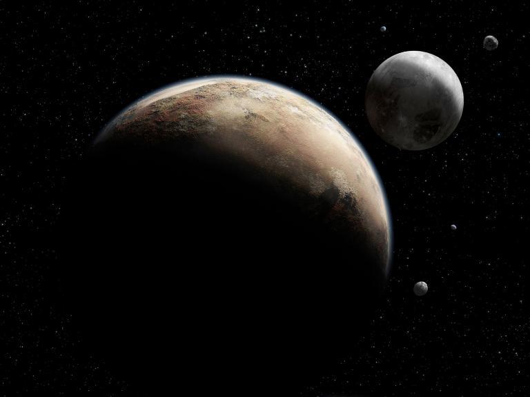 在這幅插畫家繪製的示意圖中,前景裡的冥王星由它的五顆已知衛星伴隨著。目前最大的衛星冥衛一(Charon)與冥王星形成一個雙行星系統,其他四顆較小的行星則繞著這個系統運行。 Photograph by NASA/Johns Hopkins University Applied Physics Laboratory/Southwest Research Institute
