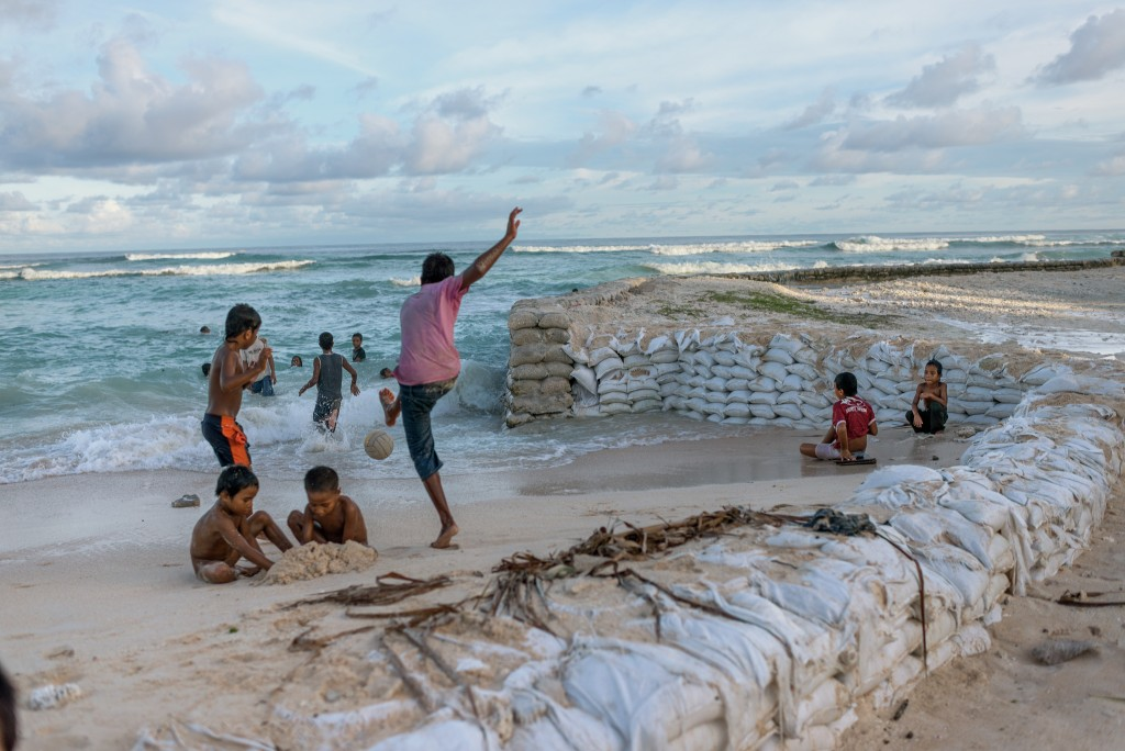 Kadir van Lohuizen / NOOR for New York Times Climate change / sea-level rise in Kiribati
