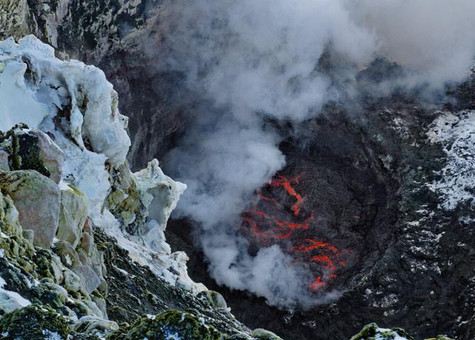 03-erebus-lava-670