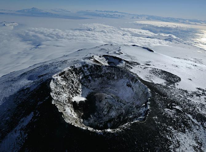 04-main-erebus-crater-670