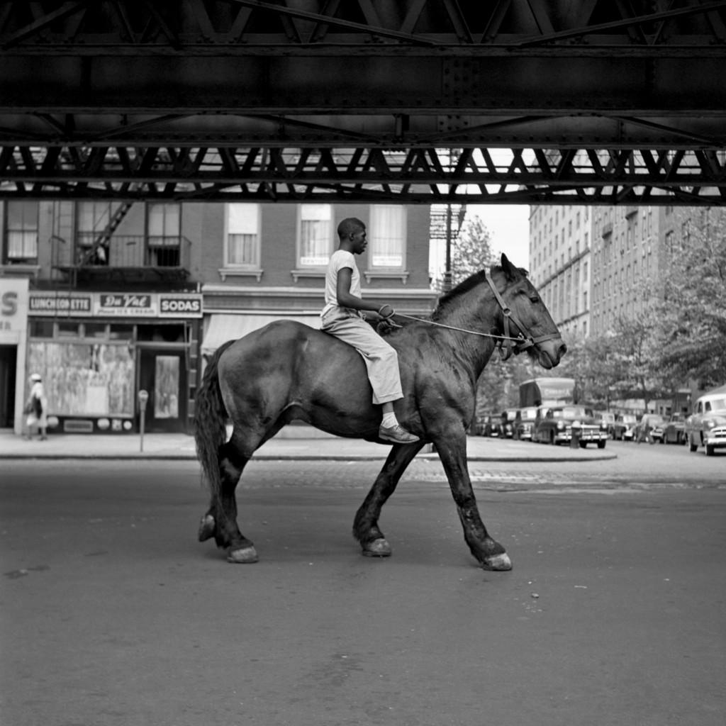 《尋秘街拍客》薇薇安邁爾攝影作品1-American Man on Horse NYC