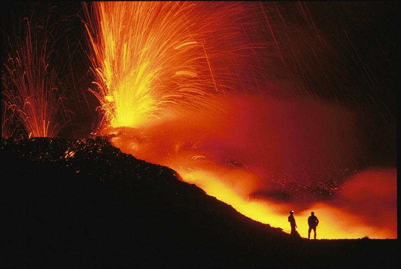���卡斯坦•彼得參與了前往尼拉貢戈火山的國家地理遠征隊。