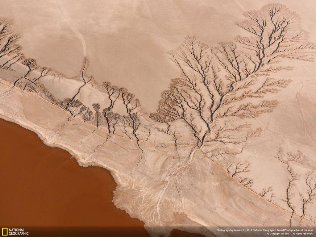 空拍加州莫哈维沙漠Koehn Lake。Photo and caption by Jassen T.