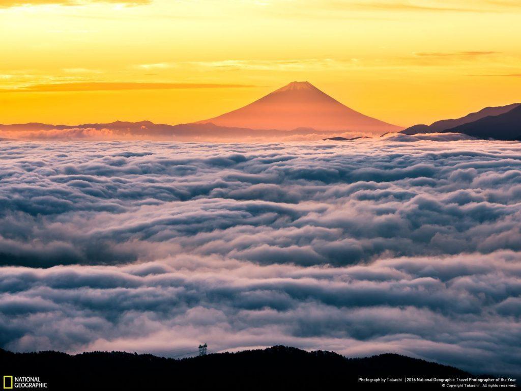 從長野縣高原遠眺富士山雲海日出。Photo and caption by Takashi