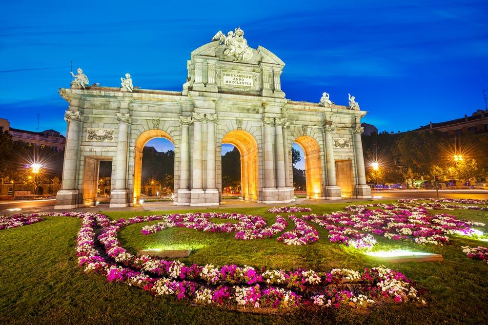 shutterstock_158117921_Madrid_Famous Puerta de Alcala