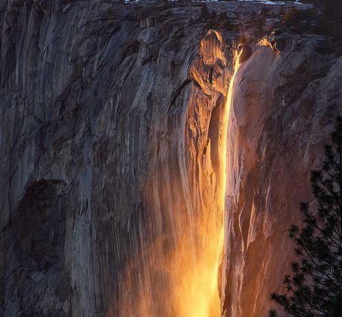 優勝美地國家公園焰火瀑布