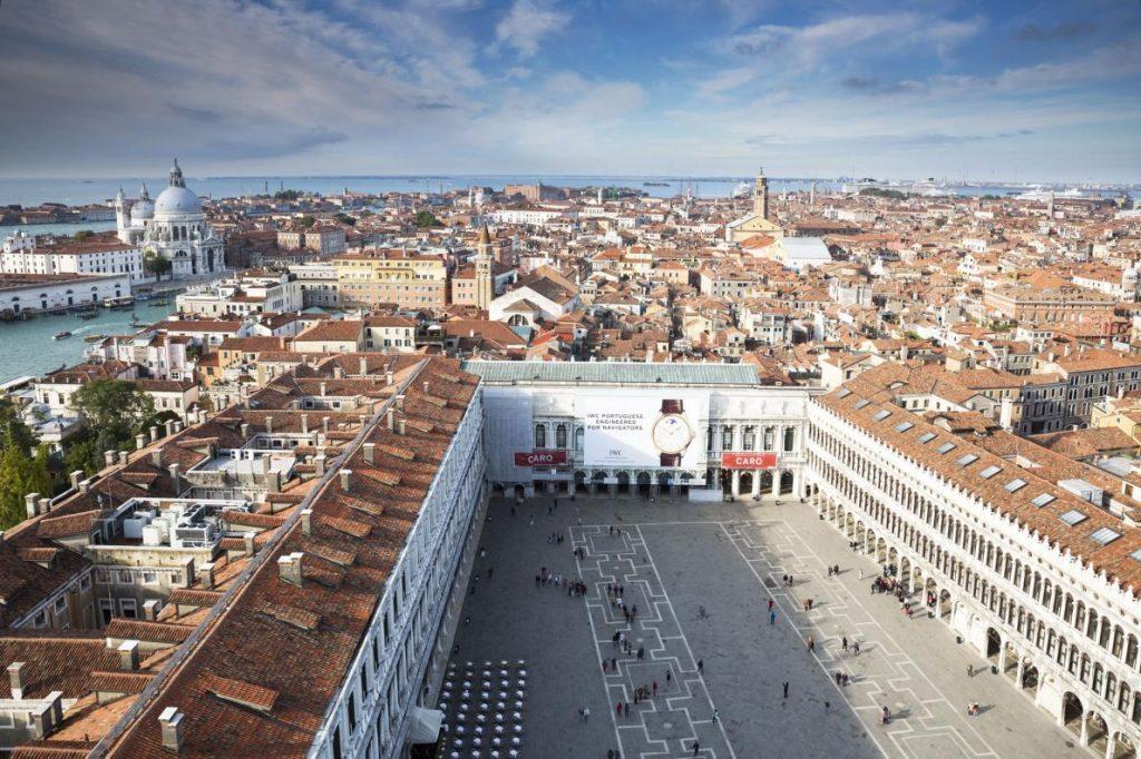 聖馬可廣場是威尼斯的文化中心,但這裡常湧進大批觀光客或是淹水,不然就是又有觀光客又淹水。PHOTOGRAPH BY ONDREJ ZARUBA, AP IMAGES