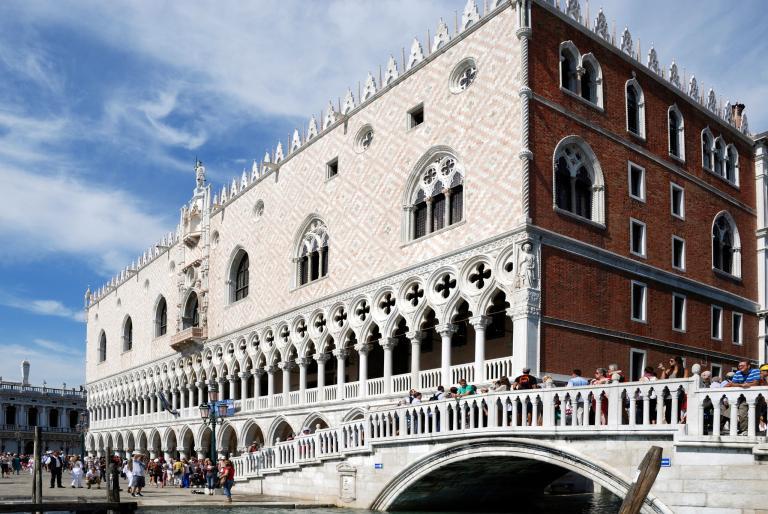 總督府是威尼斯最熱門的觀光景點之一,每年約有2000萬觀光客造訪。PHOTOGRAPH BY ULLSTEIN BILD, GETTY IMAGES