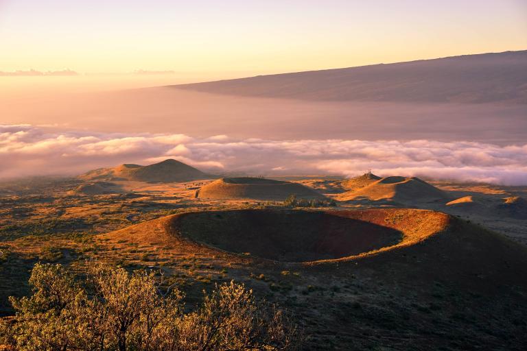 夏威夷的毛納基亞火山被NASA用作觀測和訓練的場所。PHOTOGRAPH BY JIWON CHUNG, GETTY IMAGES