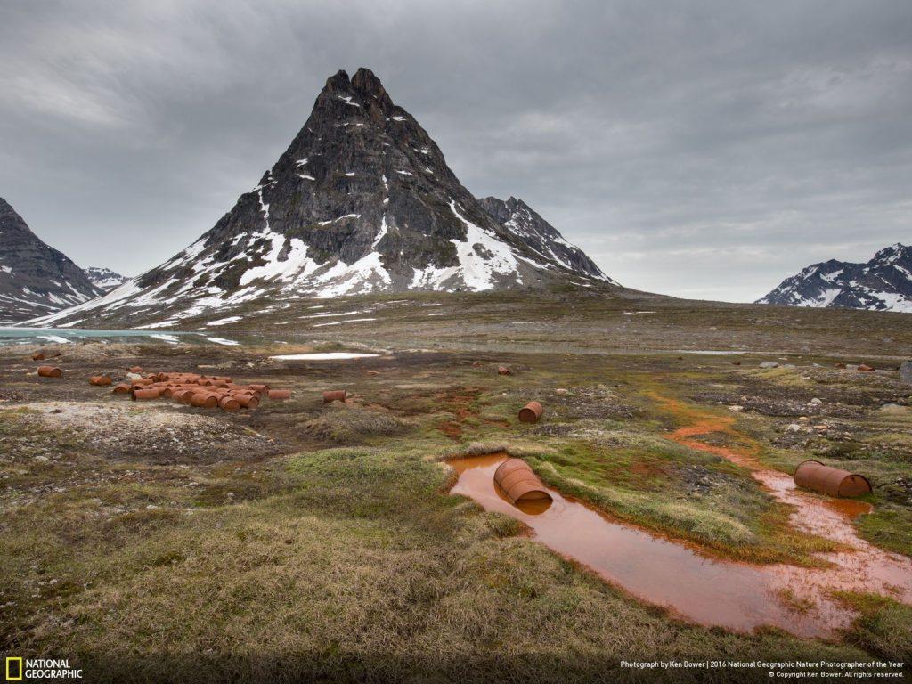 格陵蘭島上廢棄的美國空軍基地。Photo by Ken Bower