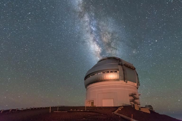 遊客在欣賞完日落後,得下山回到旅遊服務中心(Visitor Information Center)觀星。PHOTOGRAPH BY MICHAEL ORSO, GETTY IMAGES