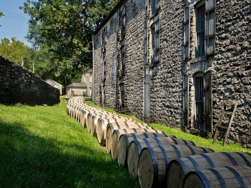 distillery-barrels-614446_1280