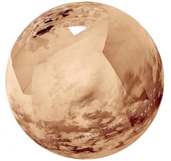 在不透明的泰坦大氣層下,存在大片的甲烷湖沼和海洋,分佈在北極圏區域。註明:白色的三角代表當時尚未有雷達資料的地方。影像來源http://commons.wikimedia.org/wiki/File:Titan_globe.m.jpg