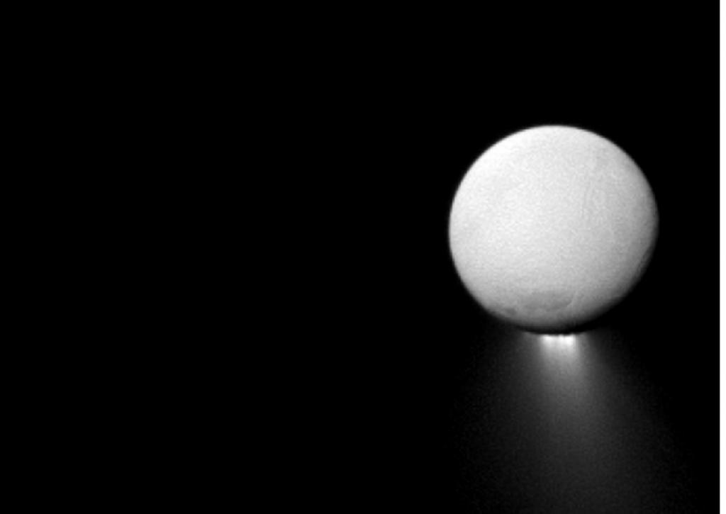 土衛二(Enceladus)在南極冰殼裂縫噴出大量水氣及細小冰晶塵埃粒子。影像來源:NASA