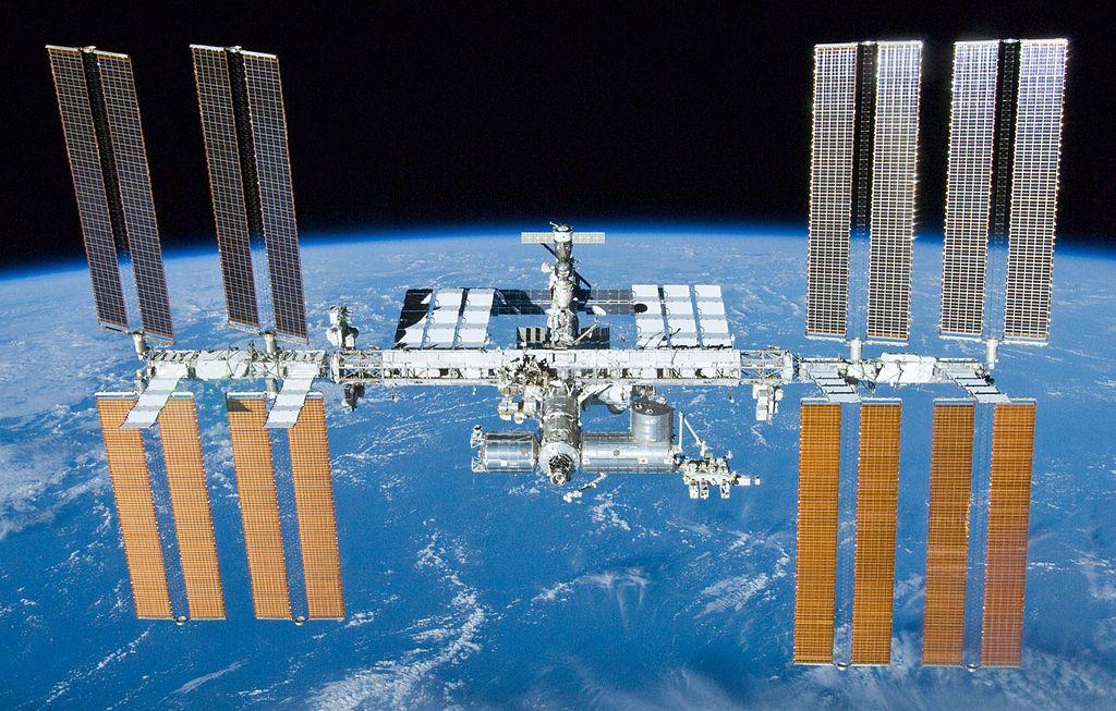國際太空站,靠近我們的是美國端,後方是俄羅斯端。影像來源:NASA