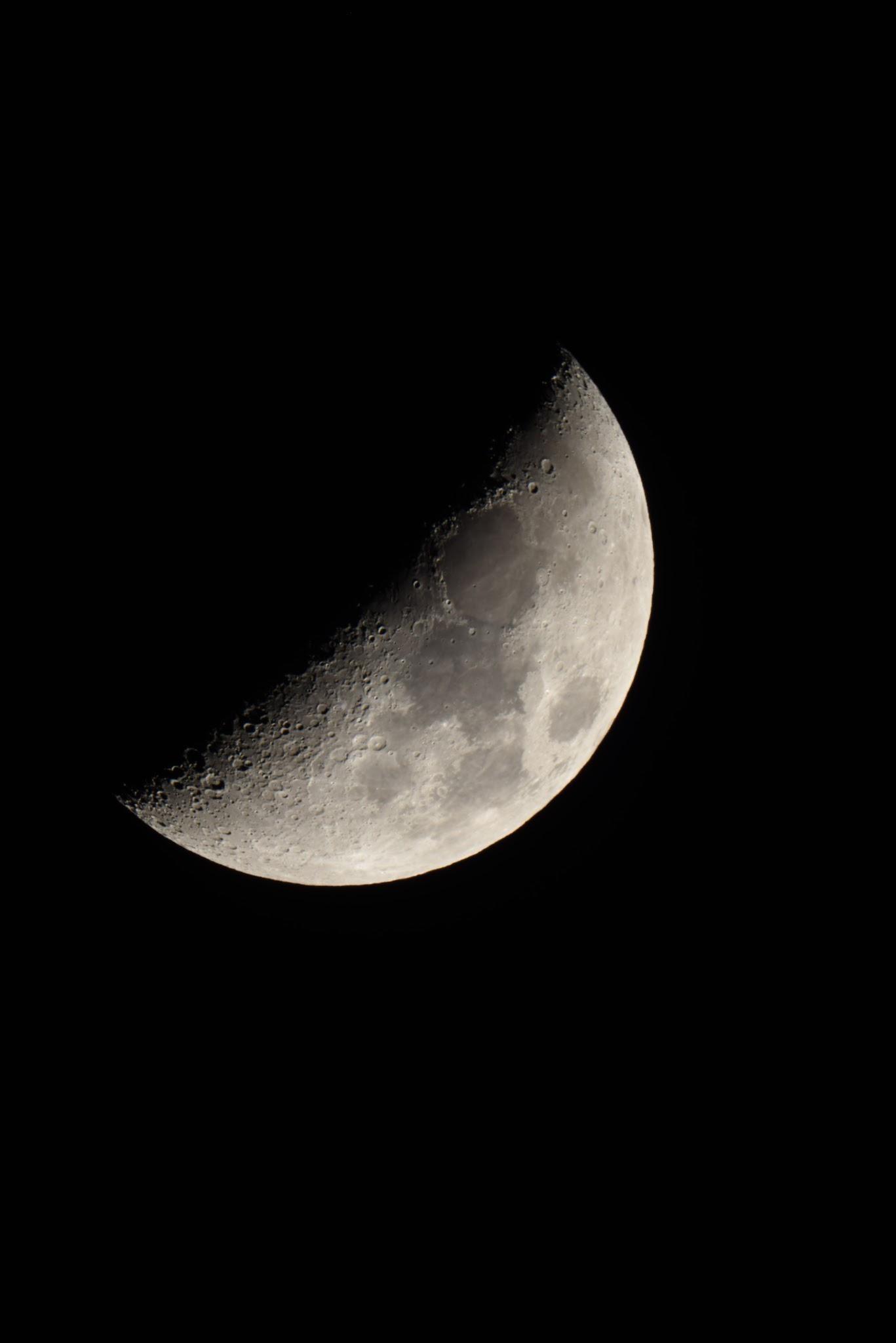 農曆的日子和朔望月相吻合,初七的時候就會出現上弦月。攝影:李昫岱