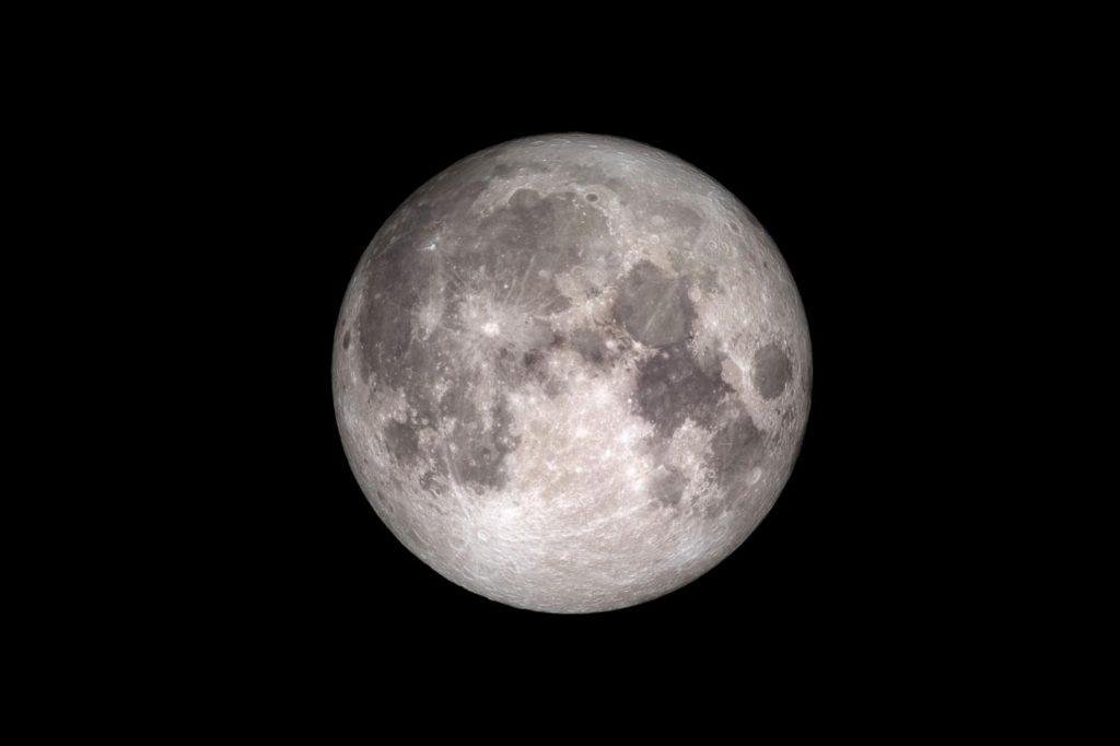 月球上有很多水