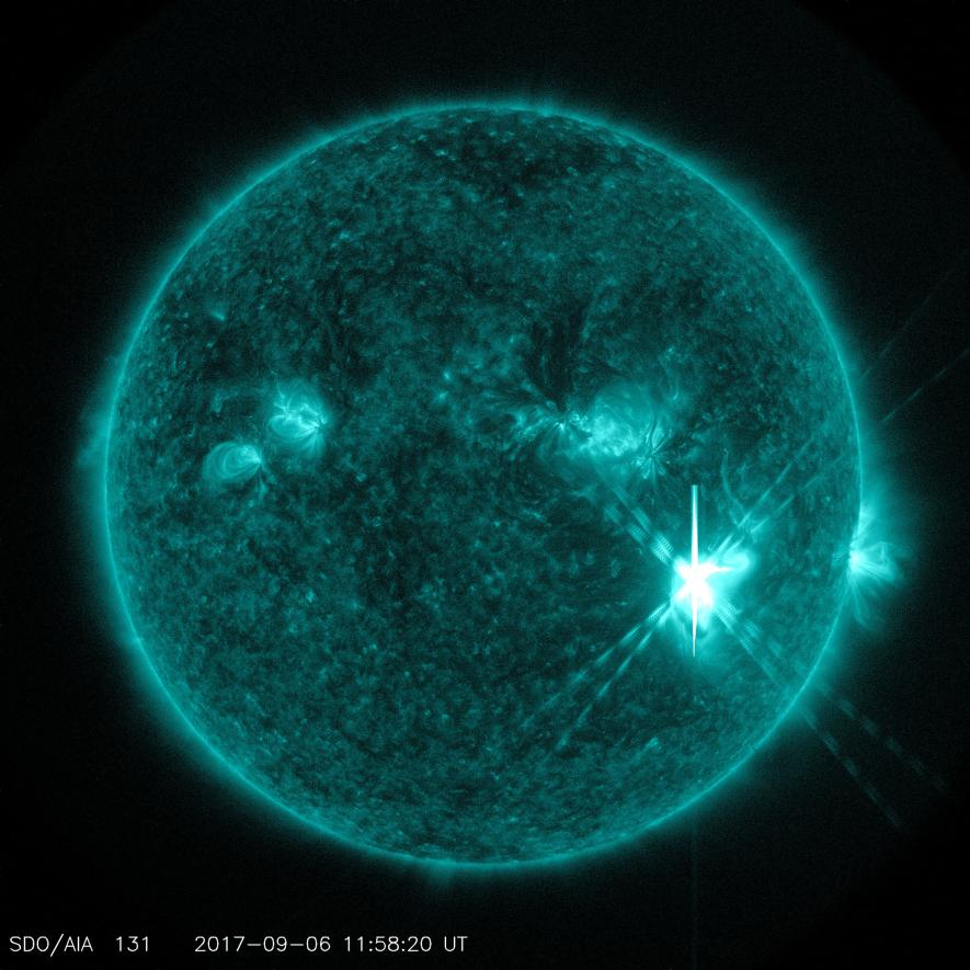 1.美國航太總署的太陽動力學天文臺(Solar Dynamics Observatory)在9月6日拍攝到這張X9.3級太陽閃焰的影像。2. PHOTOGRAPH BY NASA/GSFC/SDO