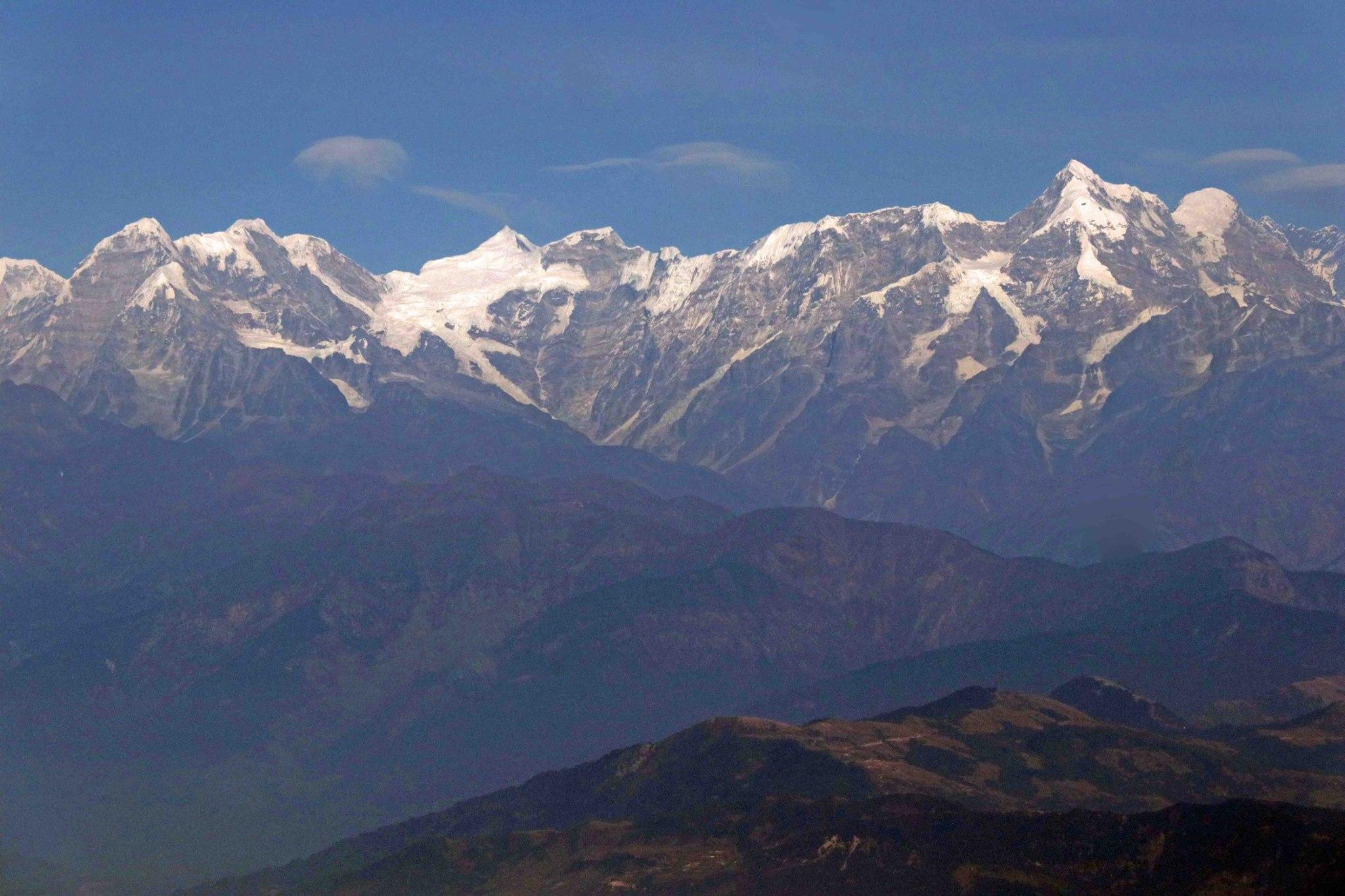 尼泊爾連綿的雪峰